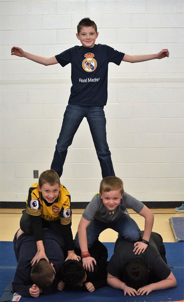 Poland 5th-graders learn trust through gymnastics, human pyramids
