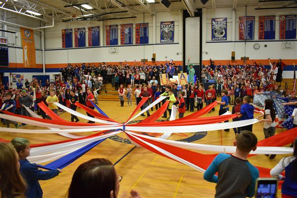 Students put on red, white and blue performance for veterans